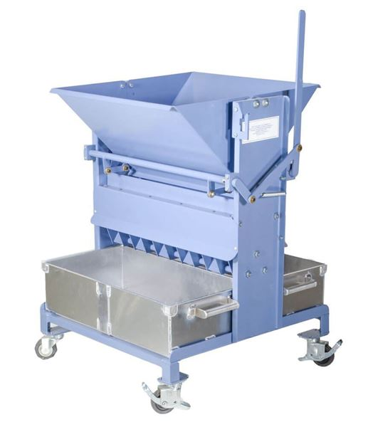 California Sample Splitter with two 1.2ft³ (34L) capacity aluminum sample pans